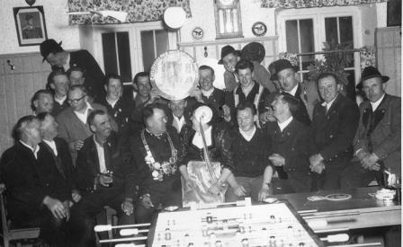 Gruppenbild beim Wirt 1961
